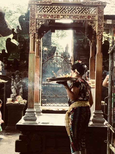 Bali, Indonesia, Terry Donohue, Ubud, Ubud market, puja
